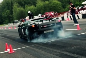 Movie: powerful Lamborghini goes crazy on DragTimes event
