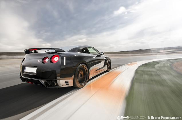 Naast de ADV1 velgen is deze Nissan GTR uitgerust met een volledige ev