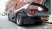 Ferrari F50 preto em Londres