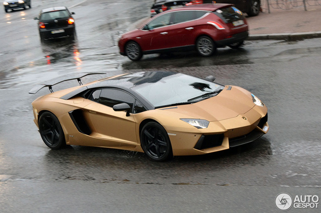 Lamborghini met Oakley Design pakket in regenachtig Kiev