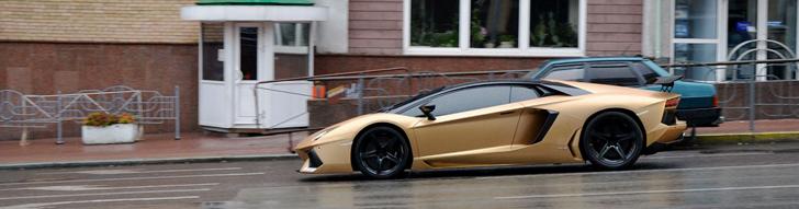 Lamborghini Aventador Oakley Design sob a chuva em Kiev
