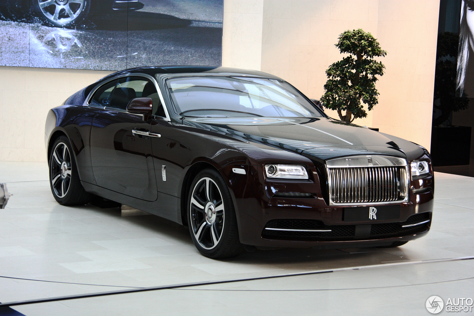 bmw shows beautiful rolls royce wraith at bmw welt. Black Bedroom Furniture Sets. Home Design Ideas