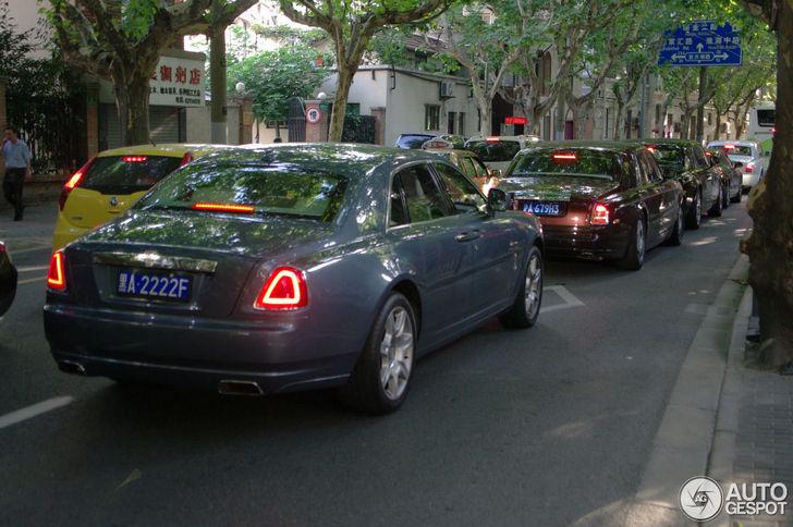 Treintje van vier maal Rolls-Royce gespot in China