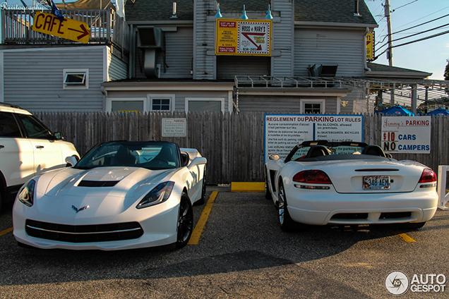 Gespot: twee Amerikaanse cabrioletten