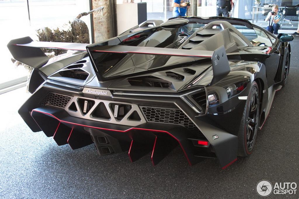 E 233 N Van De Negen Lamborghini Veneno Roadsters Staat In Duitsland