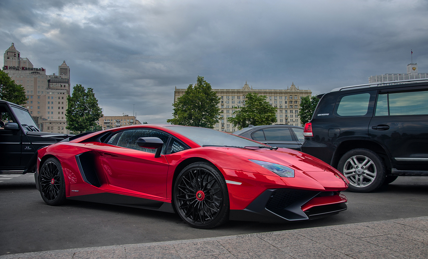 lamborghini aventador lp750 4 sv shows up in moscow. Black Bedroom Furniture Sets. Home Design Ideas