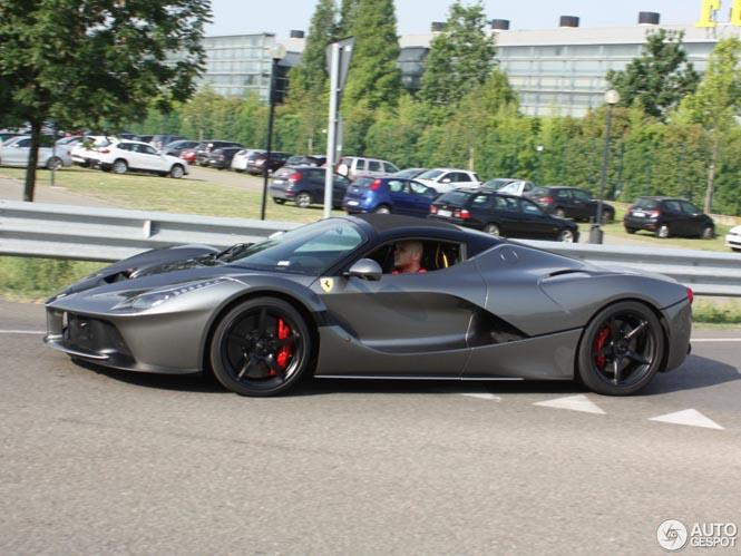 Ferrari LaFerrari Aperta in het wild