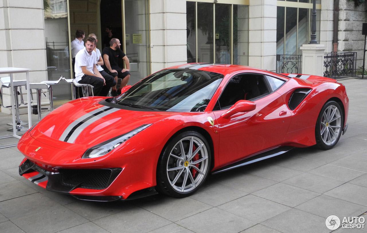 Daar is de eerste Ferrari 488 Pista!