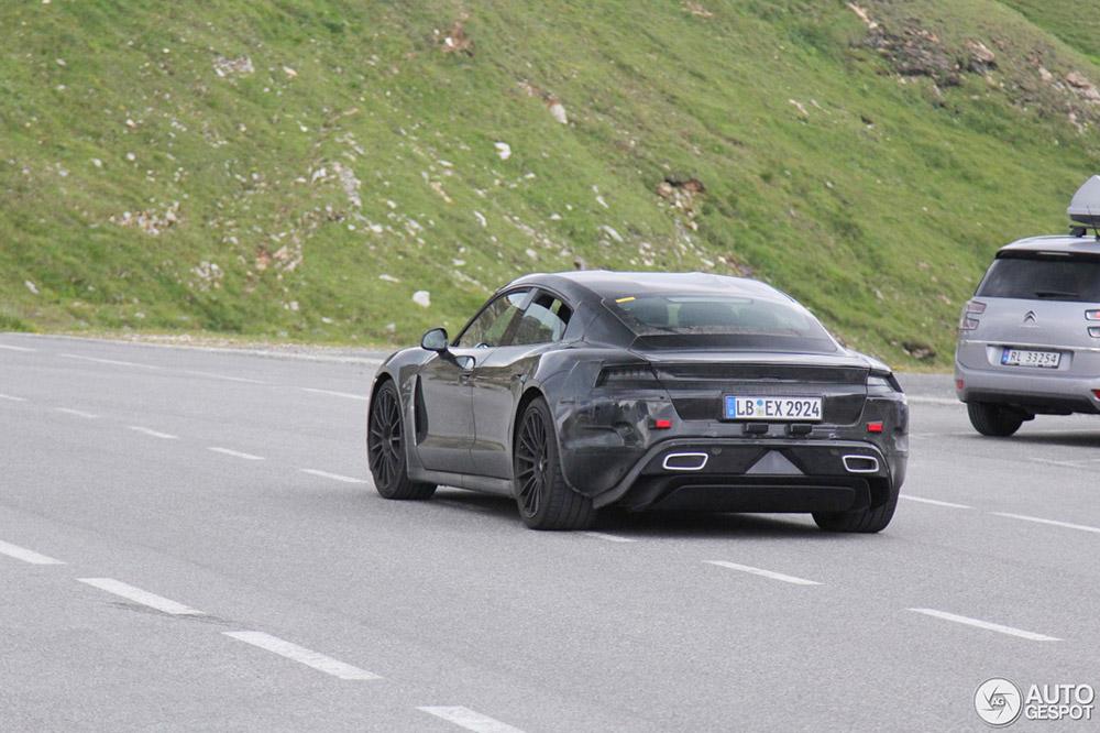 Porsche Taycan zonder moeite de Großglockner op