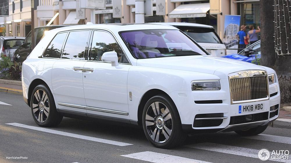 Zo ziet de Rolls-Royce Cullinan er op straat uit