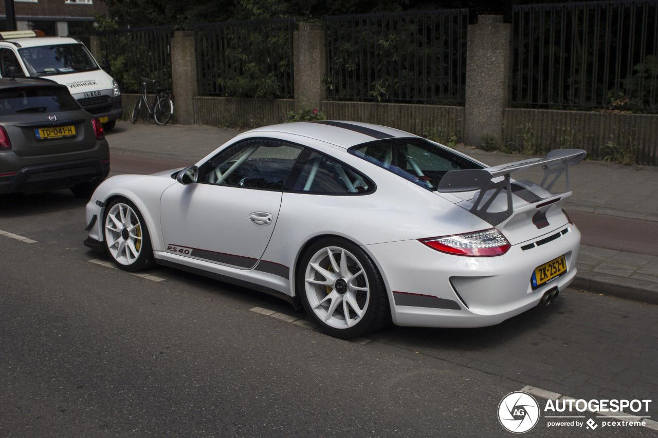 Nieuwe eigenaar laat zijn Porsche meteen uit