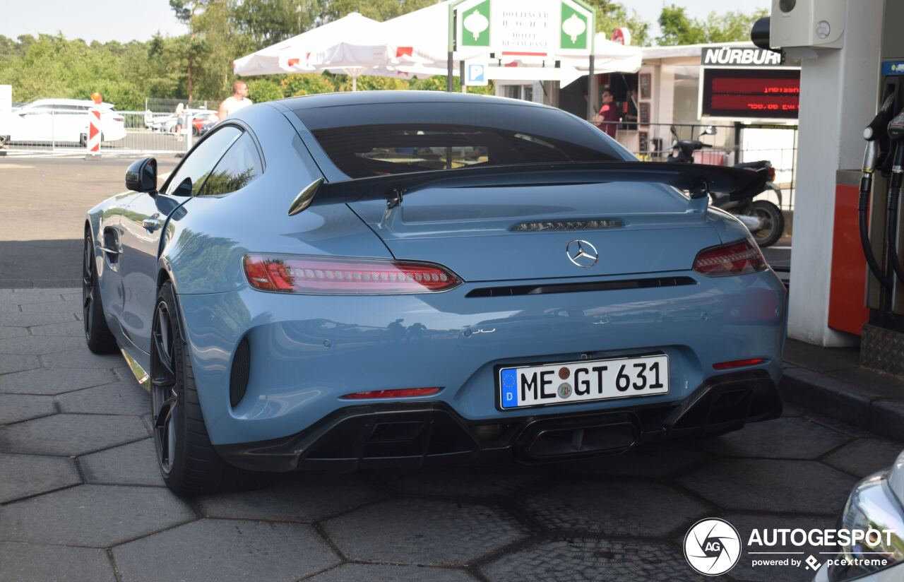 Bijzonder kleurtje past de Mercedes-AMG GT R waanzinnig goed