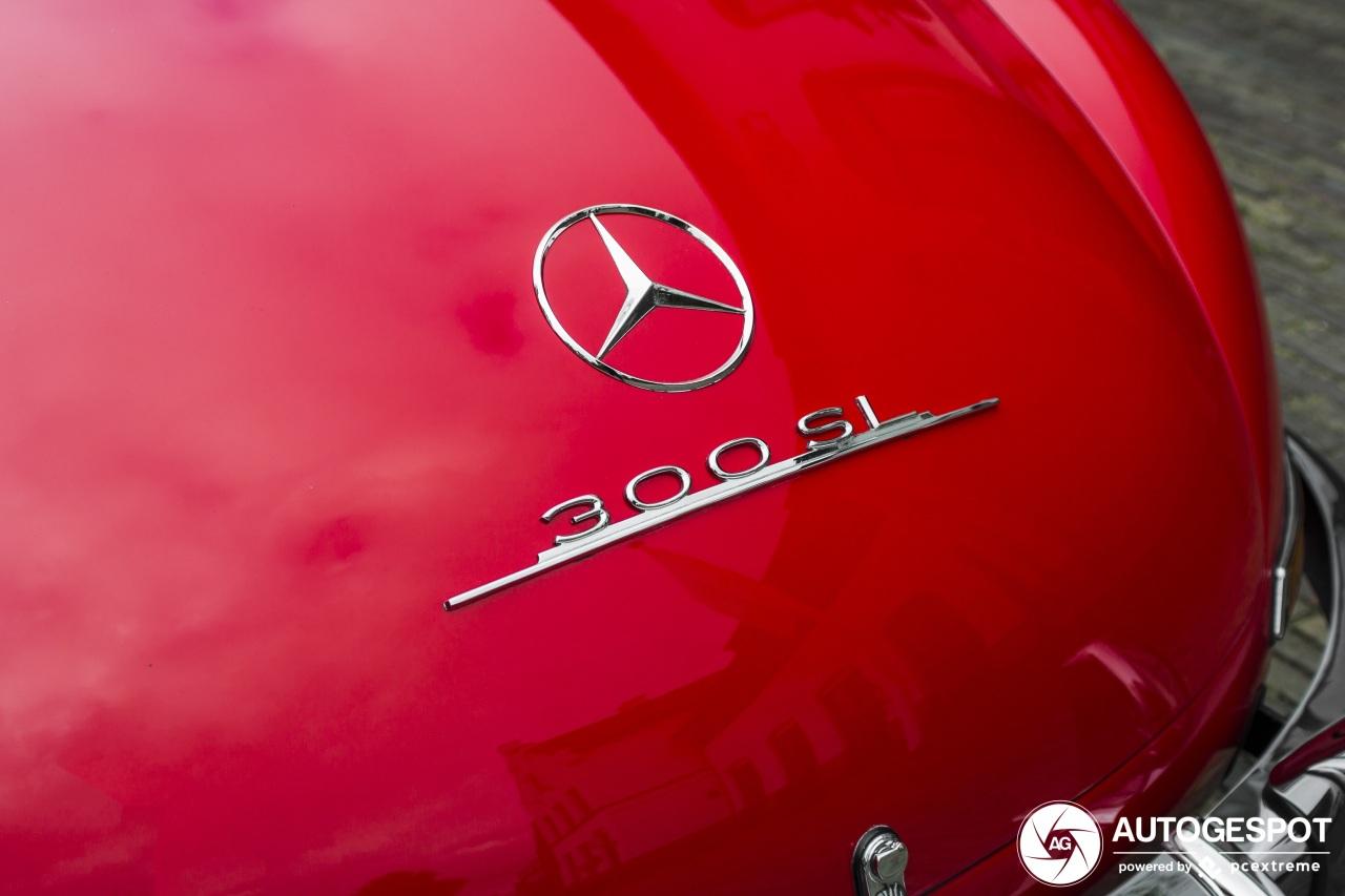 Spot van de dag: knalrode Mercedes-Benz 300SL Gullwing