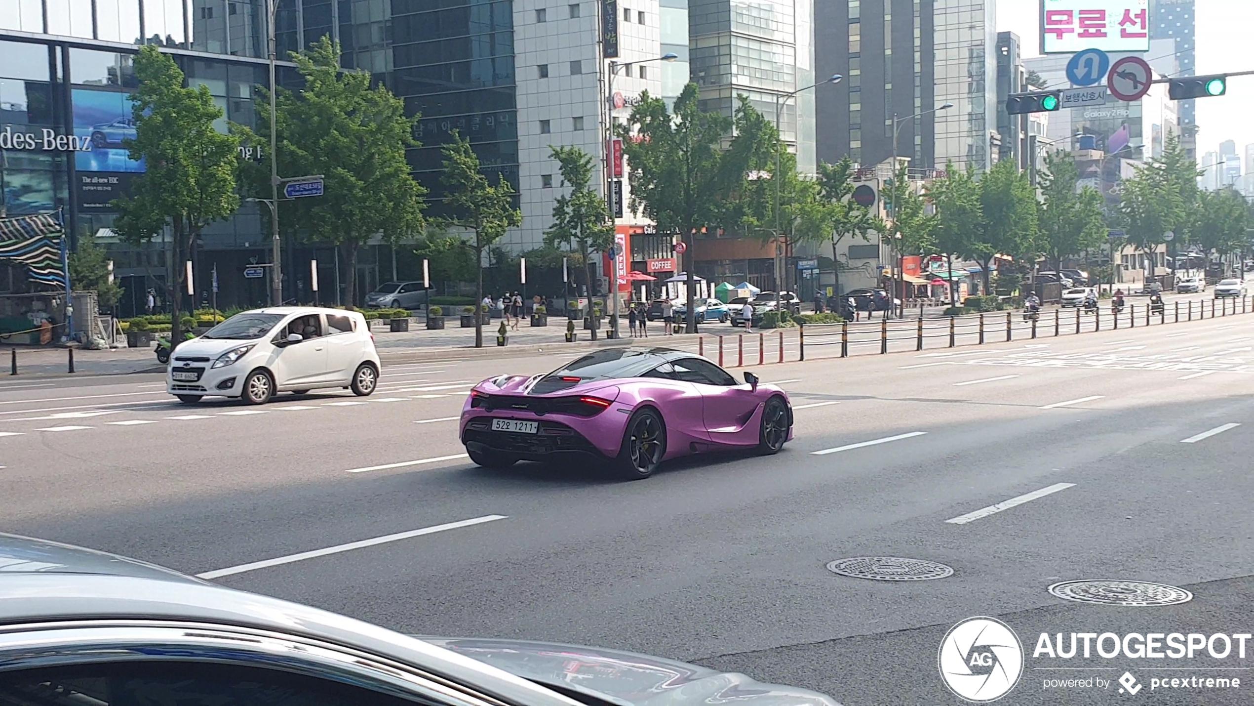 McLaren 720S is roze in Seoul