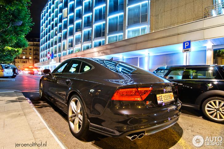 Audi S7 beeldschoon vastgelegd in nachtelijk Genève