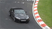 Filmpje: Aston Martin Vanquish en V12 Vantage Roadster scheuren door de Eifel