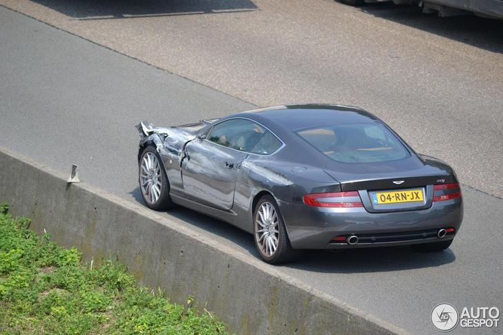 Gespot: Aston Martin DB9 met ernstige schade