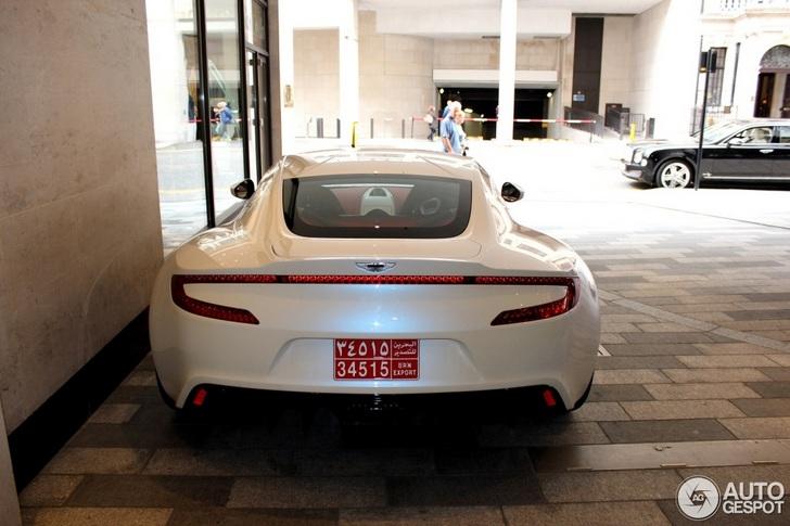 Ook wit staat goed op de Aston Martin One-77