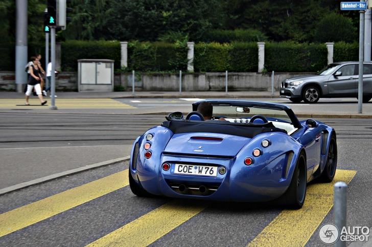 Lekker exotisch in het blauw: Wiesmann Roadster MF5