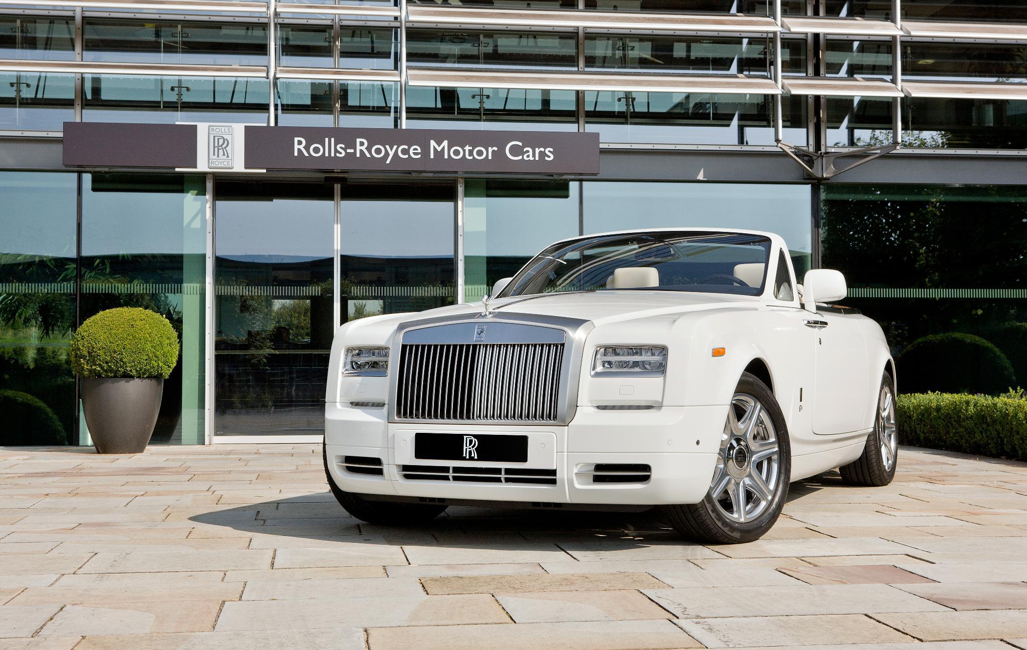 Rolls-Royce sluit Olympische Spelen af met een uniek drietal Phantom DHC's