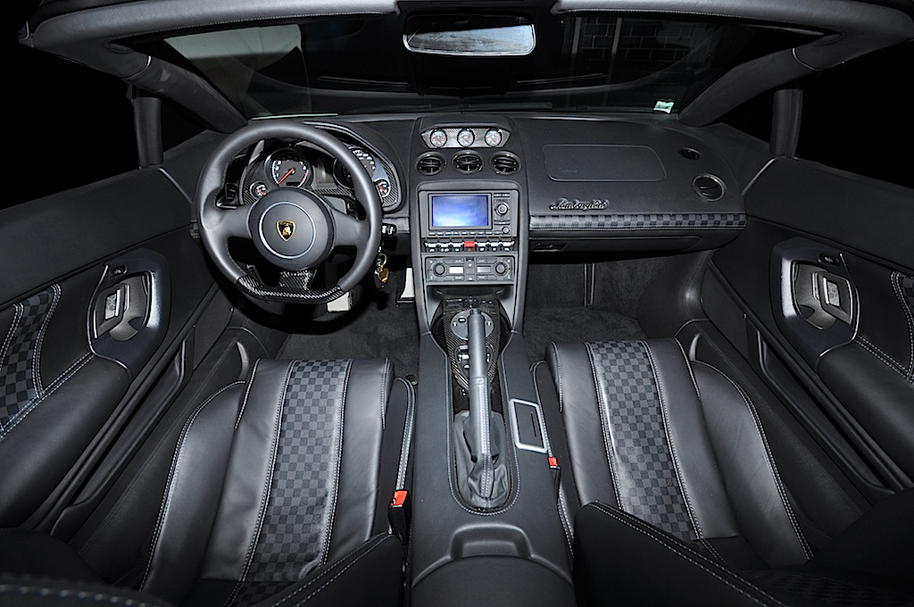 LP5604 Spyder gets a unique Louis Vuitton interior