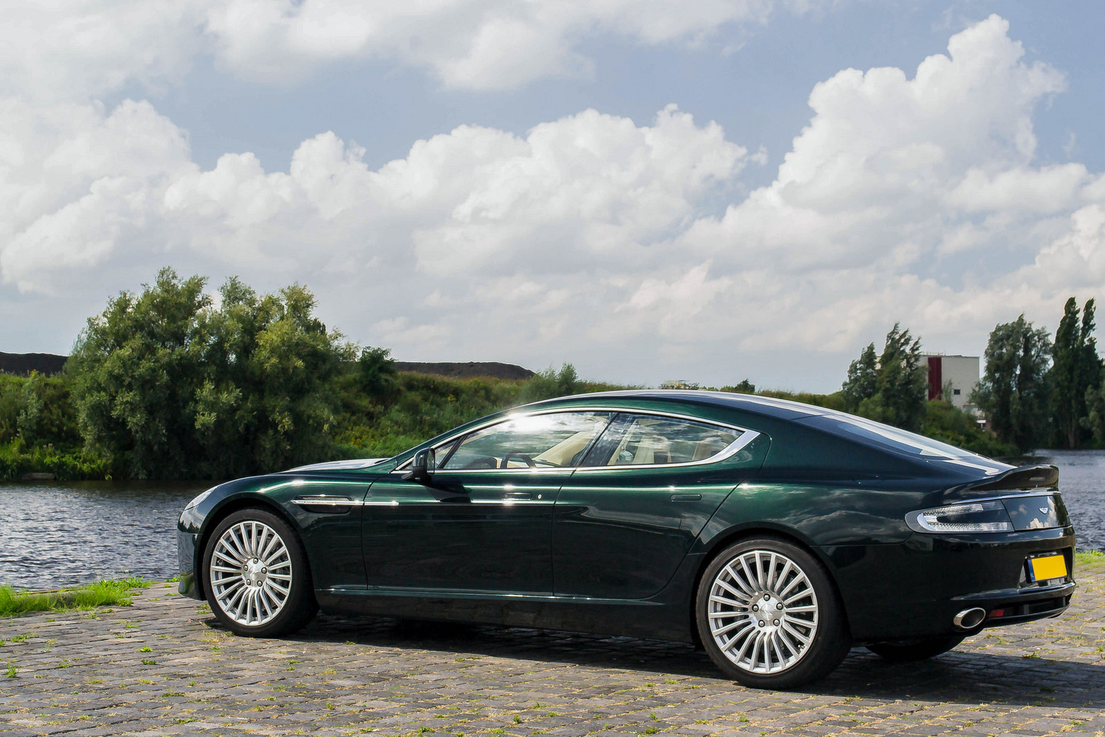 photoshoot aston martin rapide s in a beautiful green colour. Black Bedroom Furniture Sets. Home Design Ideas