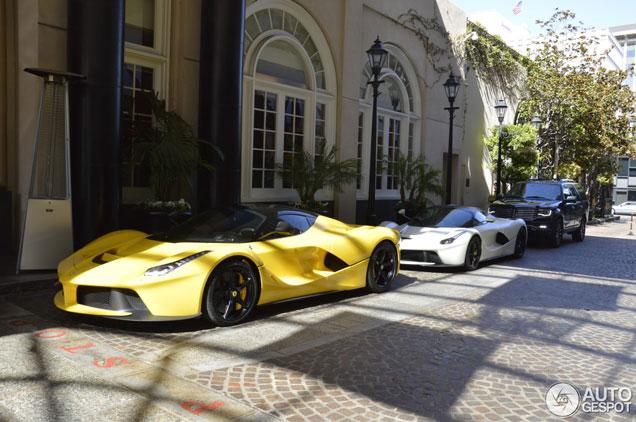 Twee LaFerrari combo's: in Beverly Hills en Bologna