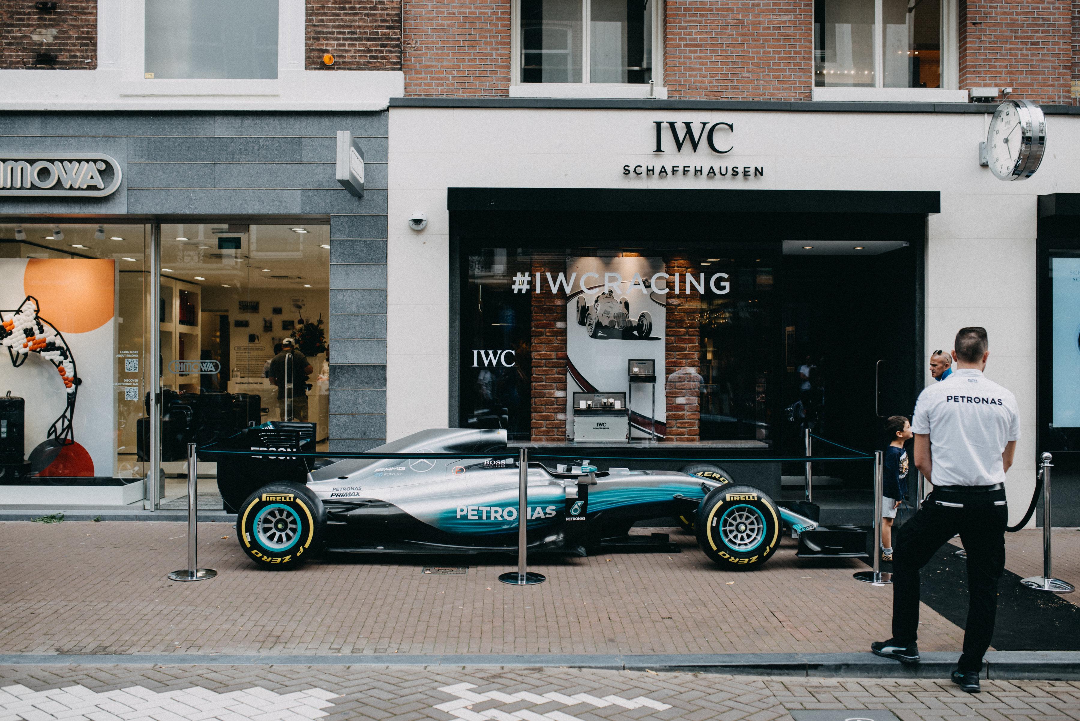 Valtteri Bottas brengt bezoek aan IWC boutique Amsterdam