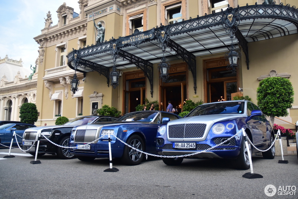 Combo: Blauw domineert het casinoplein in Monaco!