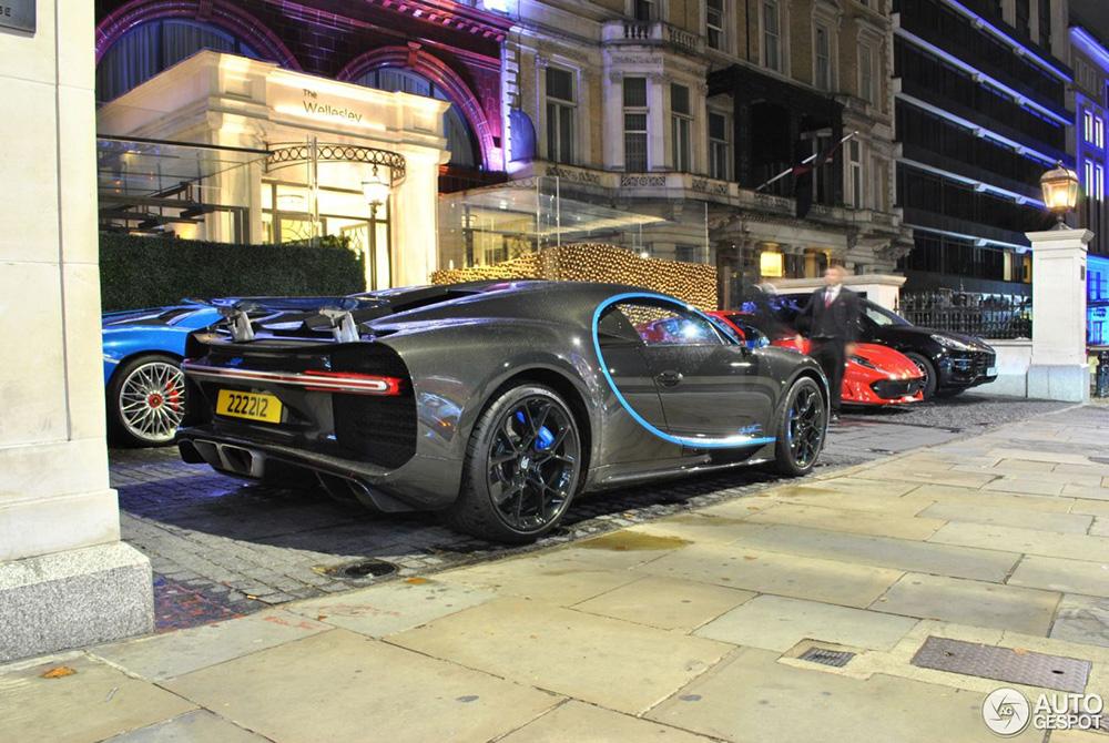 Bugatti Chiron gespot in blauwe combo