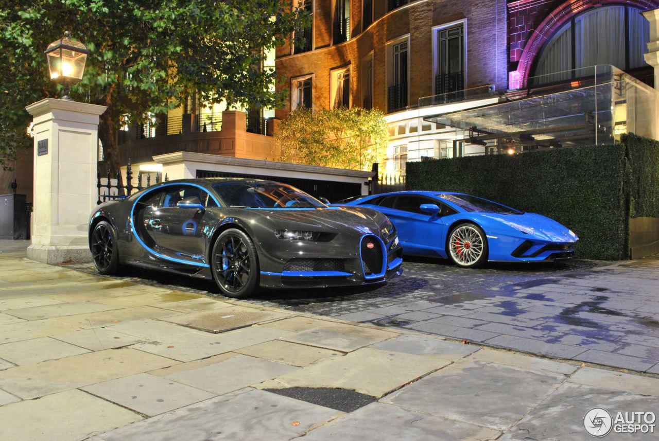 伦敦蓝超跑小聚:布加迪Chiron与兰博基尼 Aventador S