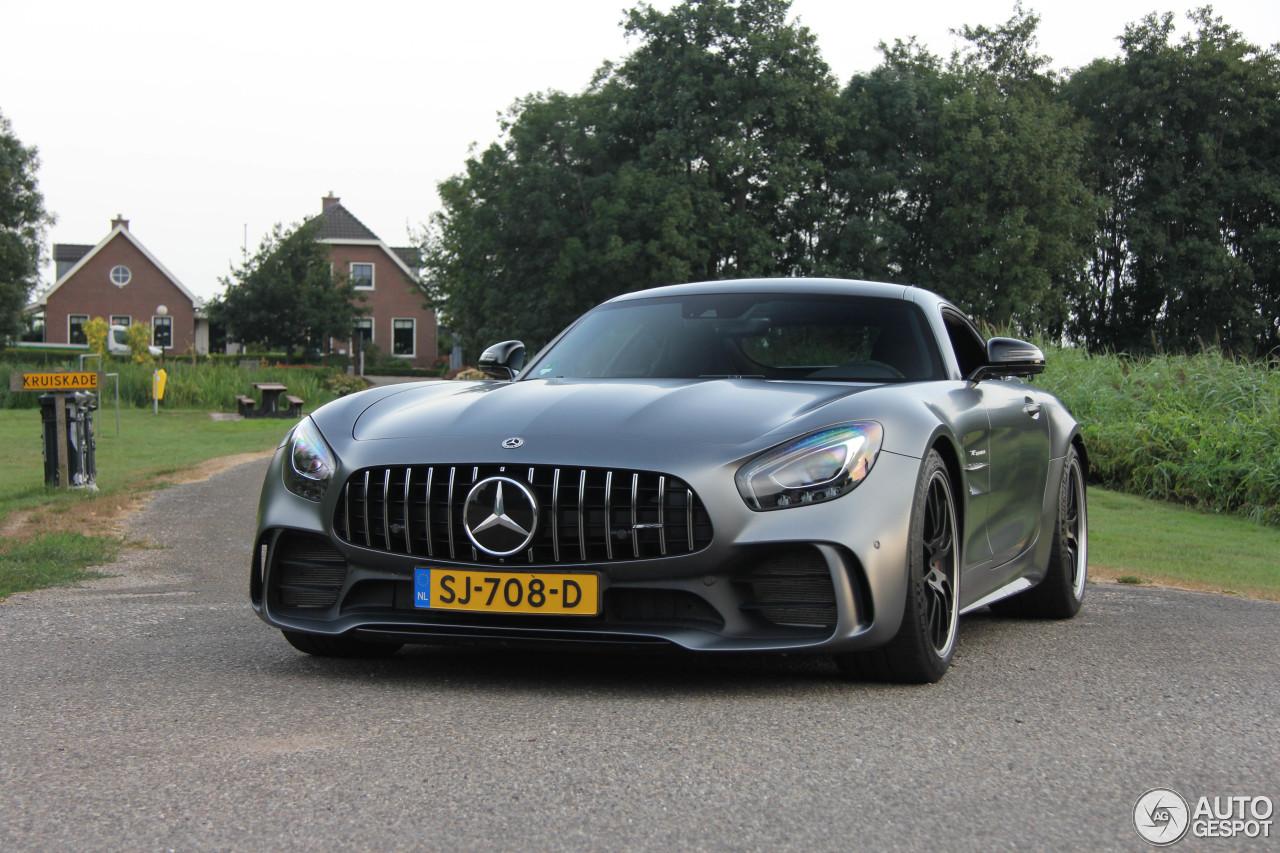 Wie zou er niet willen trouwen in een Mercedes-AMG GT R?