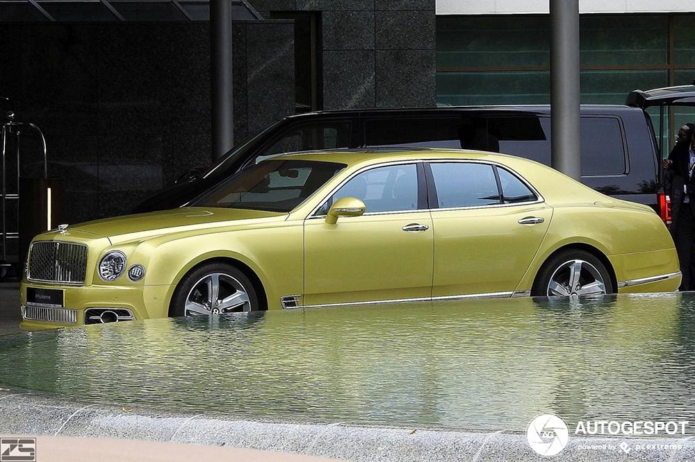 Deze Bentley staat het water aan de lippen