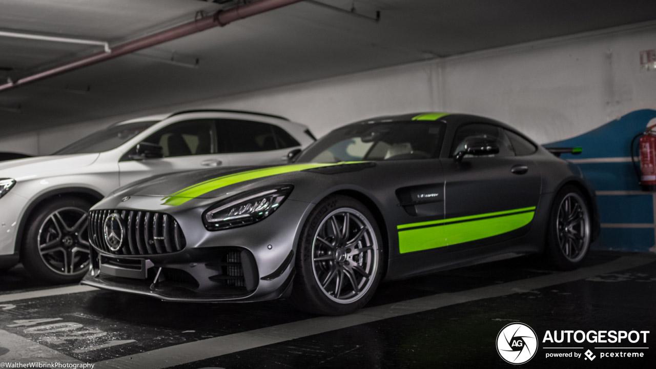 En hier zien we de splinternieuwe Mercedes-AMG GT R Pro