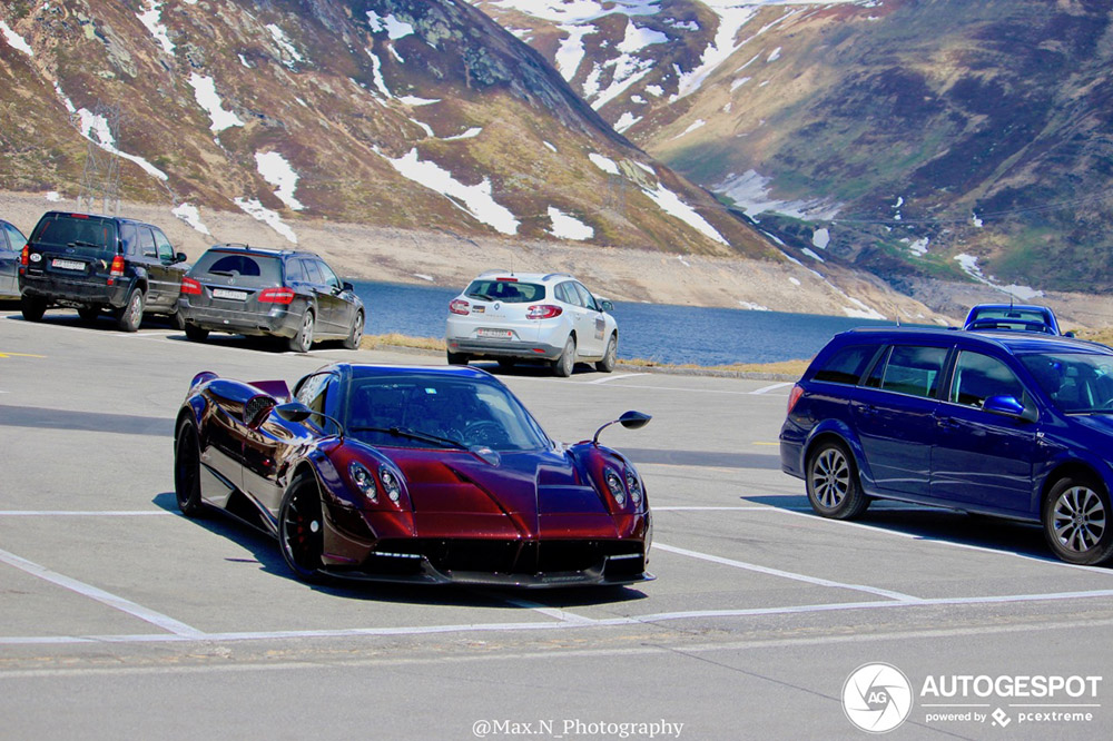 Pagani Huayra Roadster geniet van Zwitserse Alpen