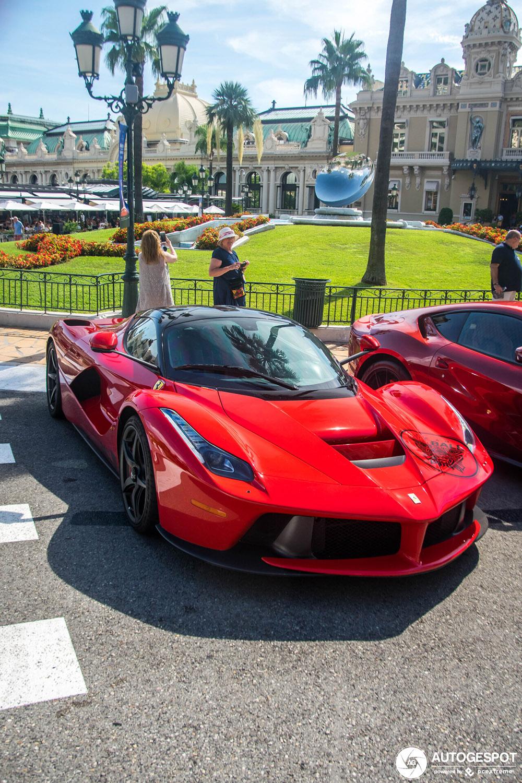 LaFerrari doet pitstop op casinoplein van Monaco