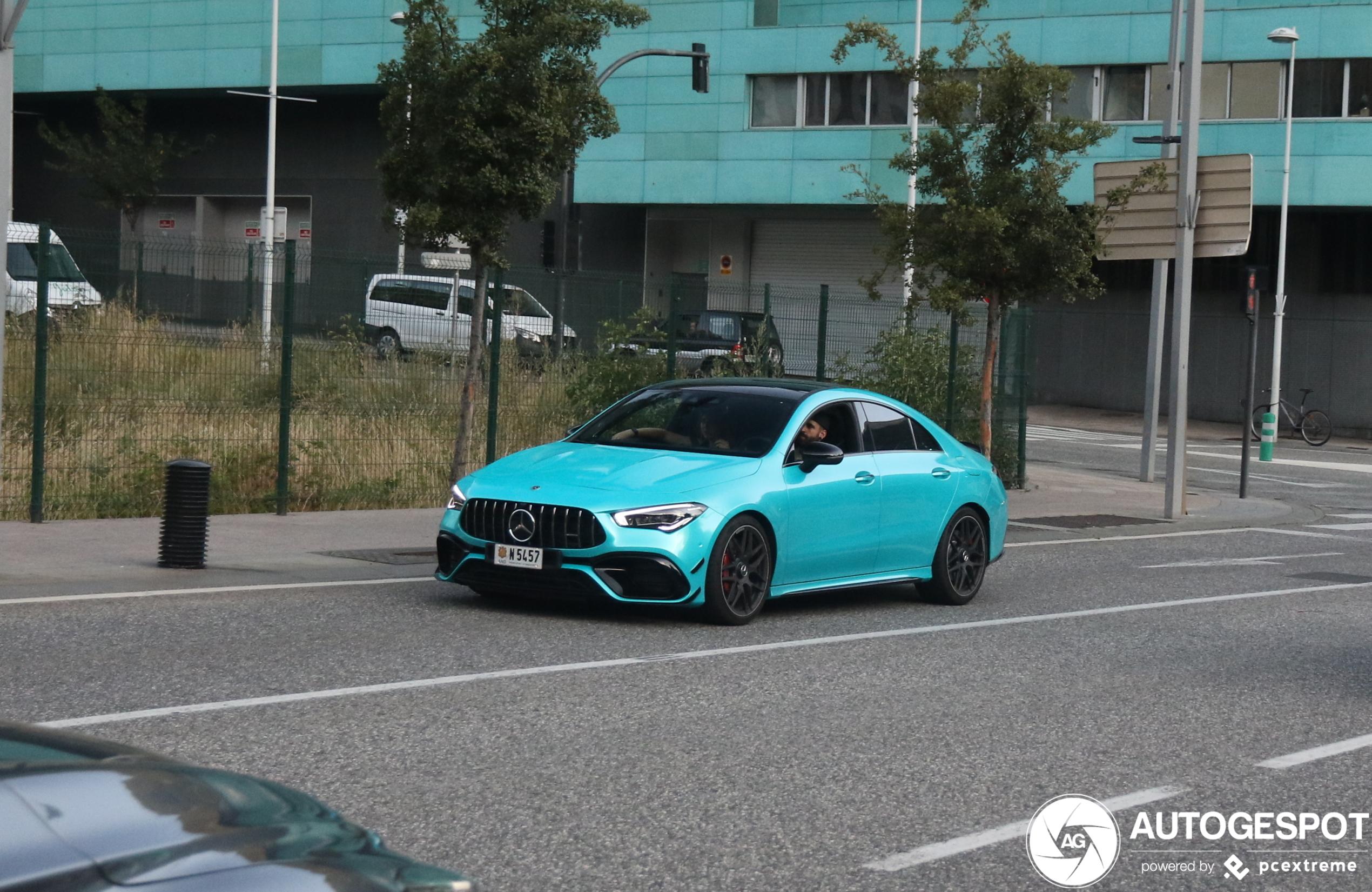 Mercedes-AMG CLA 45 S gaat op in de omgeving