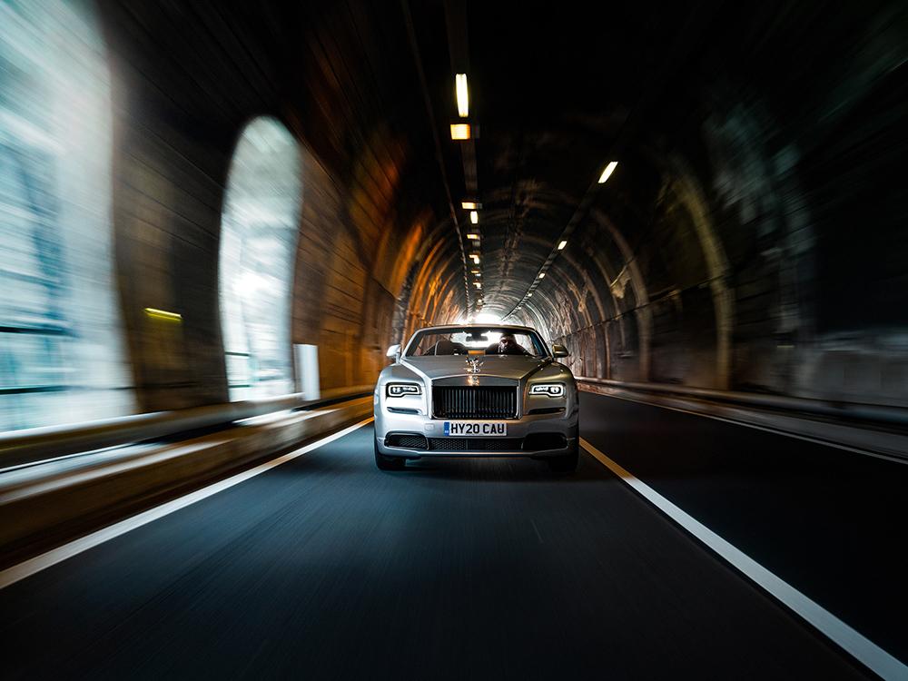 Rolls-Royce Dawn Silver Bullet voelt zich thuis aan het gardameer