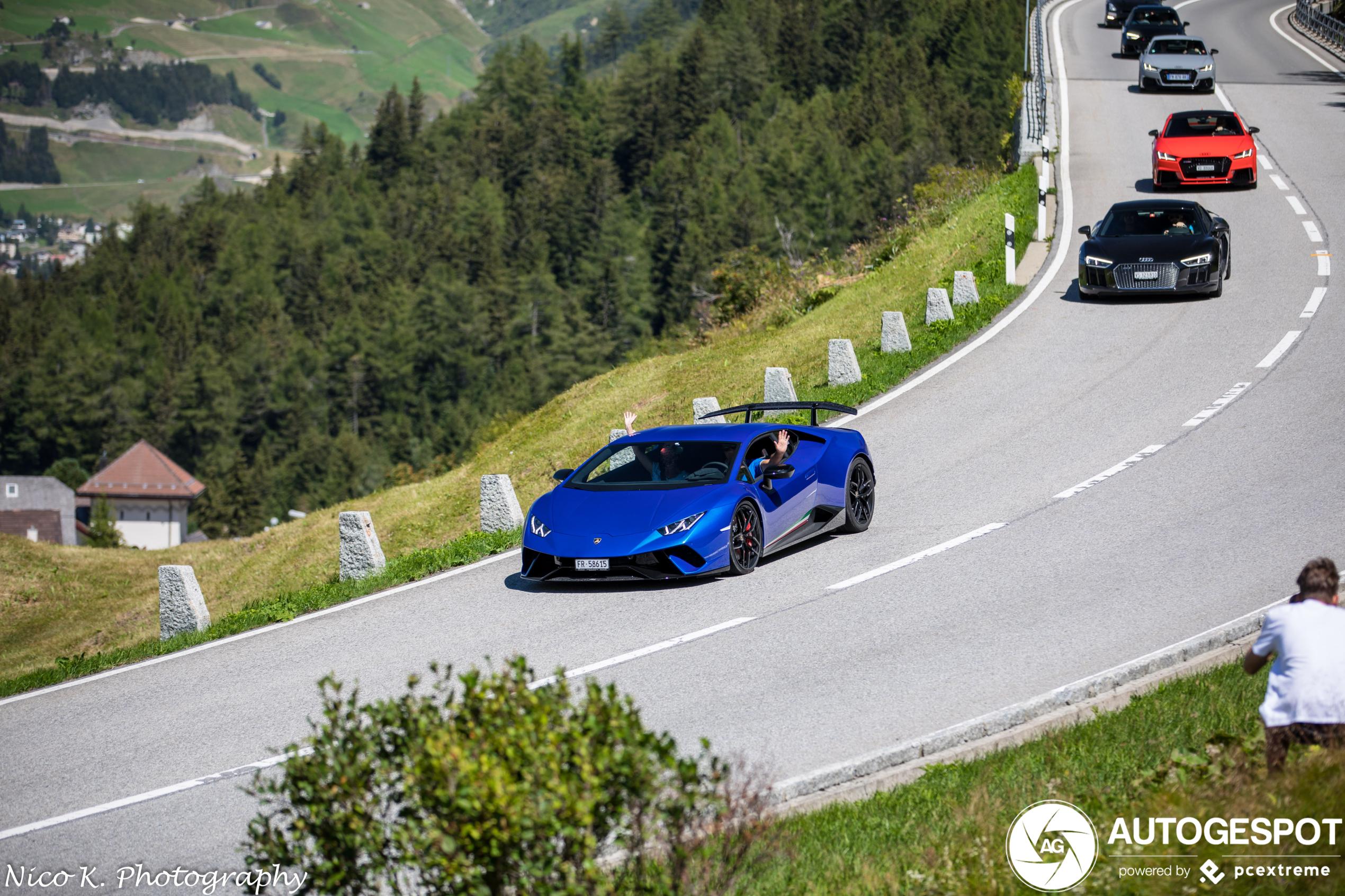 Lekker genieten op de Gotthardpas met de Huracán Performante