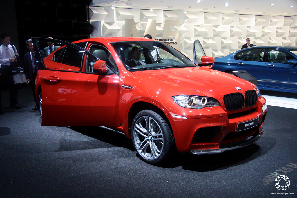 iaa 2011 bmw x6 m performance pack. Black Bedroom Furniture Sets. Home Design Ideas