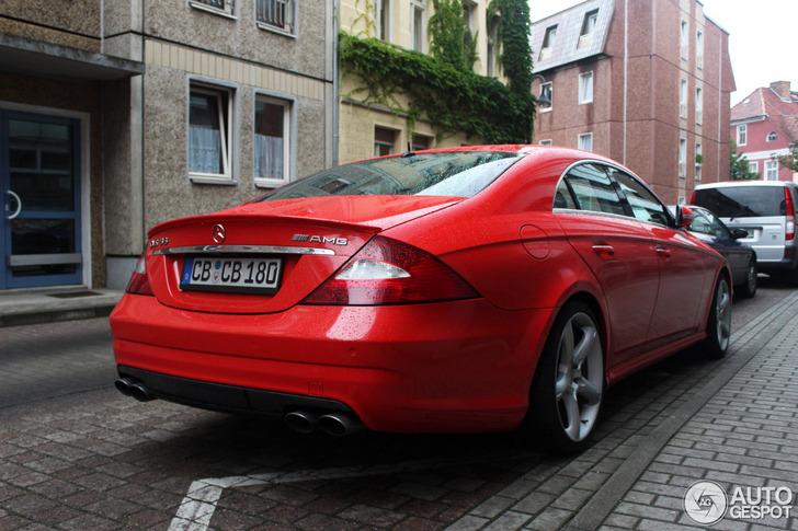 Je moet er maar van houden: rode Mercedes-Benz CLS 55 AMG gespot!