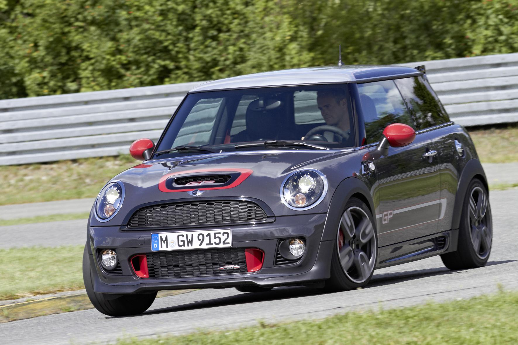 geschikt voor het circuit mini john cooper works gp. Black Bedroom Furniture Sets. Home Design Ideas