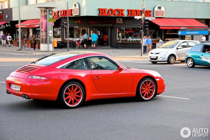 Nieuwe trend? Red on red Porsche 997 Targa 4S gespot