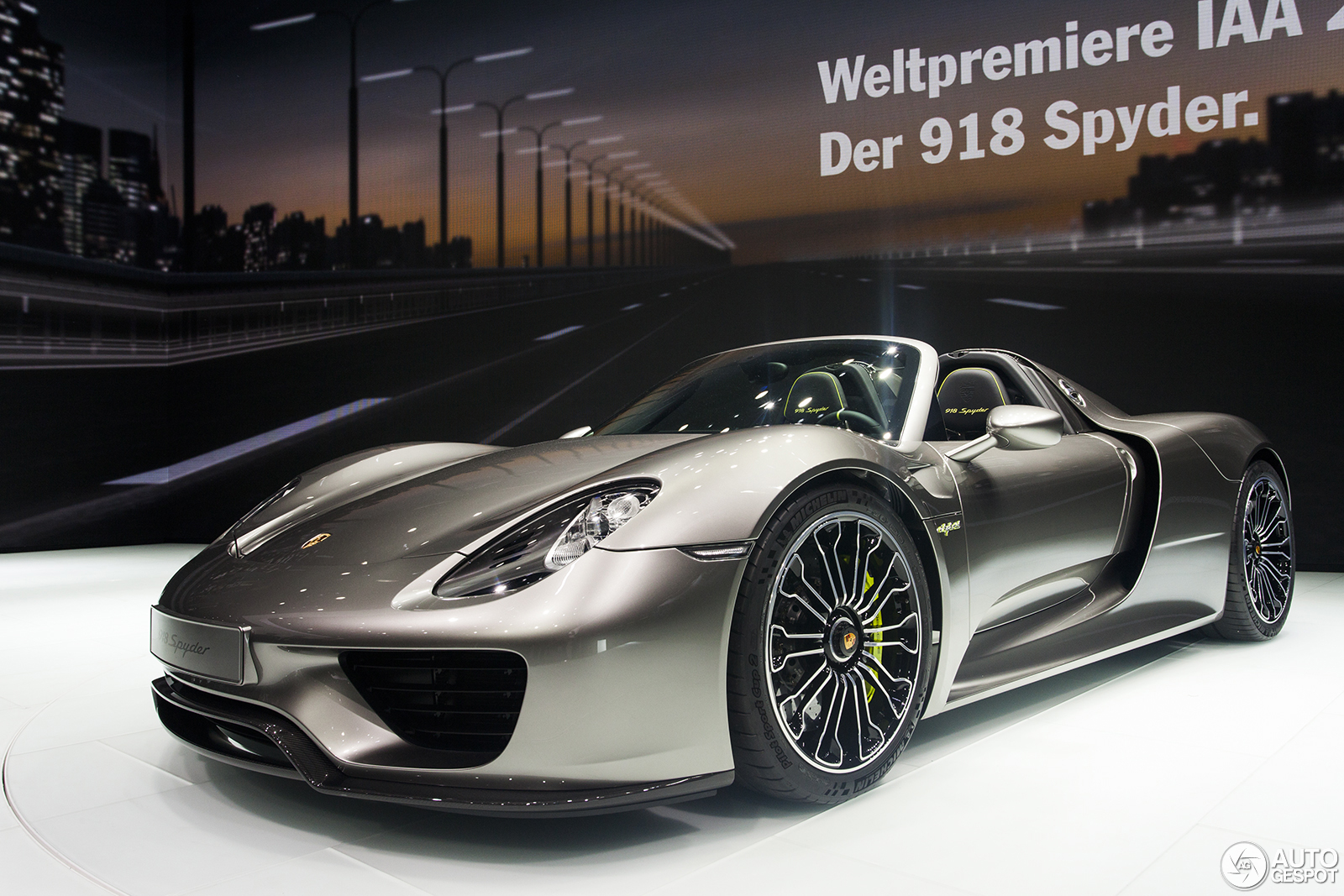 iaa 2013 porsche 918 spyder. Black Bedroom Furniture Sets. Home Design Ideas