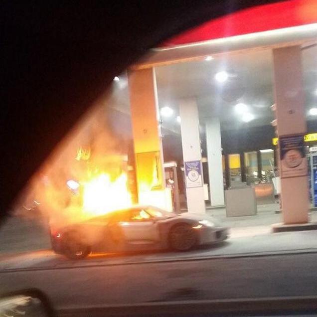 Porsche 918 Spyder gaat op in vlammen