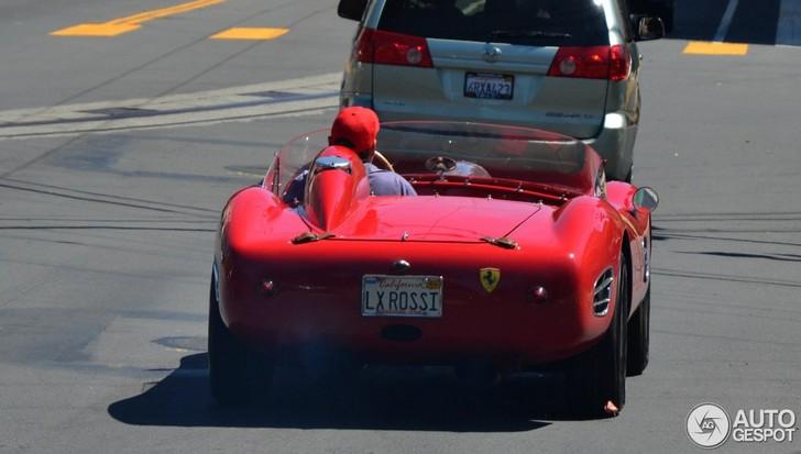 Rijdt hier een echte Ferrari 196 S Dino Fantuzzi Spyder?