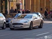 Legendarni golman Oliver Kahn vozi Aston Martina