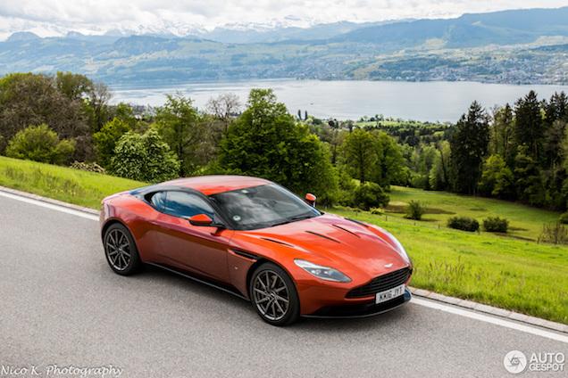 Aston Martin DB11 schittert in Zwitserland