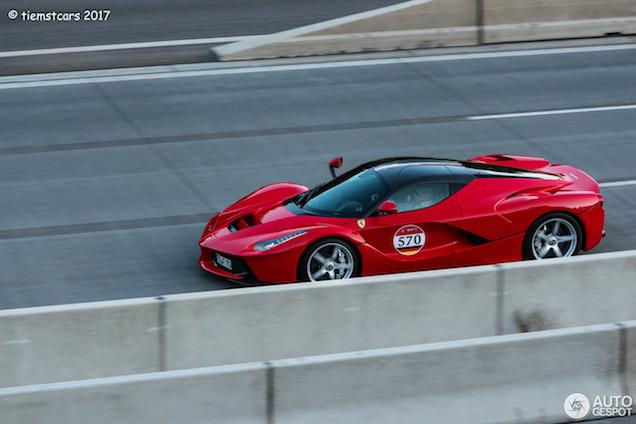 Ferrari LaFerrari neemt deel aan bijzonder feestje
