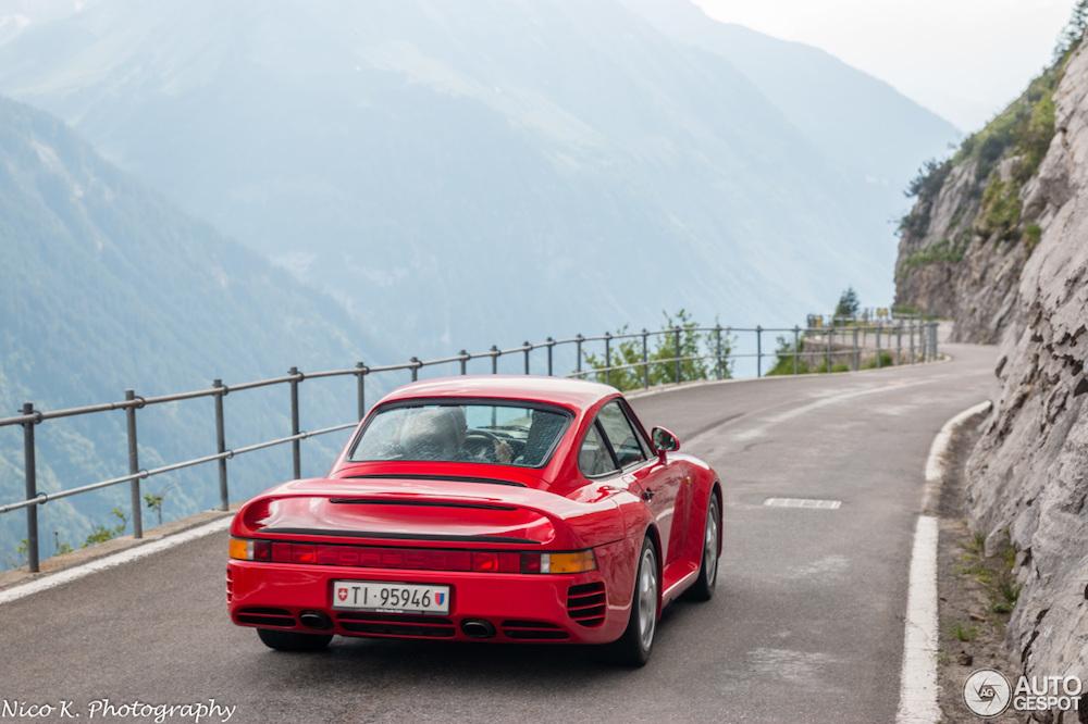 Eindelijk iemand die rijdt met zijn Porsche 959